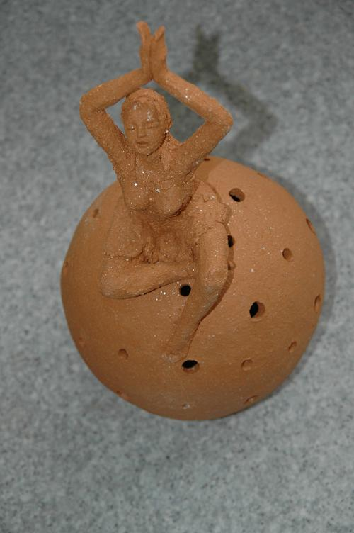lampe et sculpture terre cuite