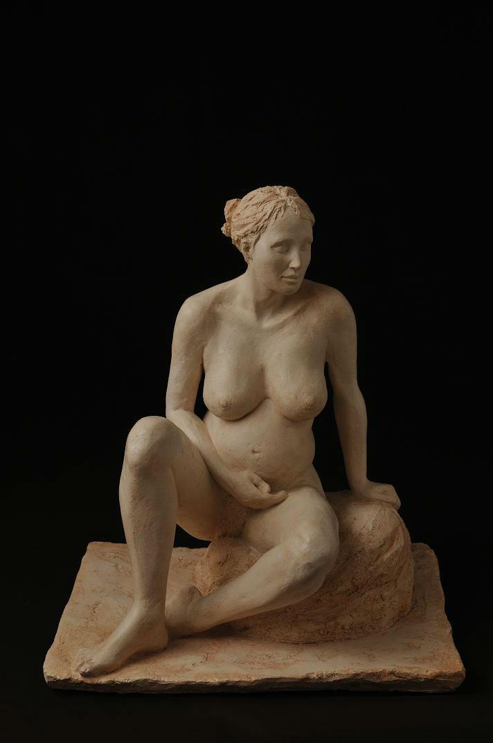 sculpture femme nue enceinte