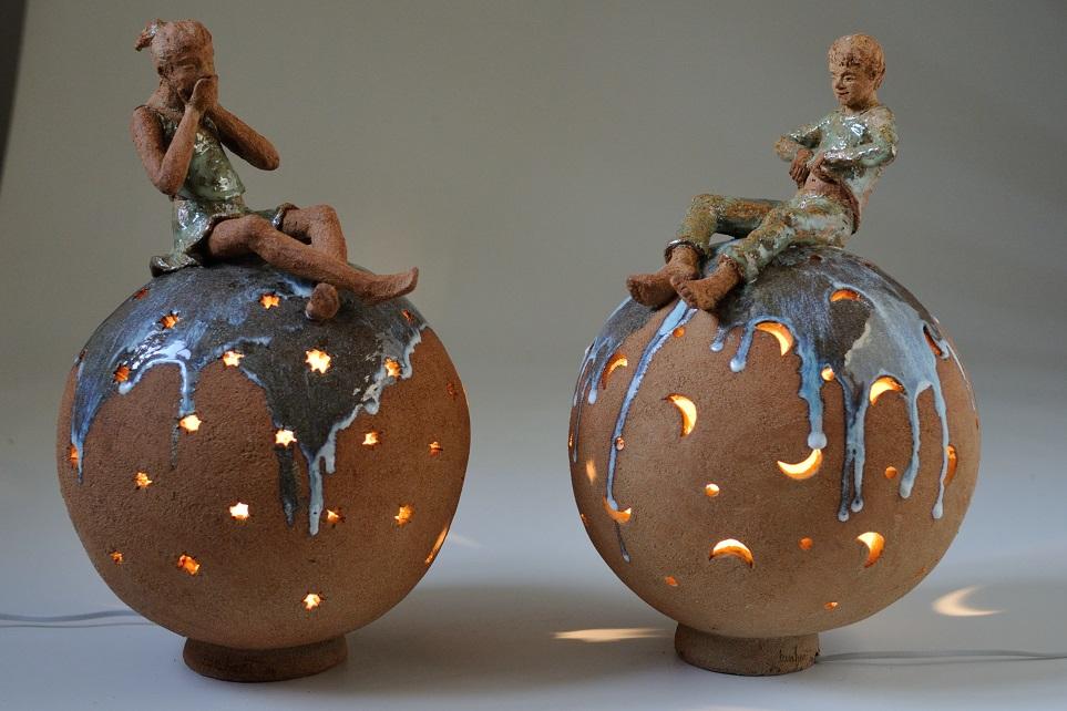 sculpture lampe sphere avec enfants sculptures enfants terre cuite