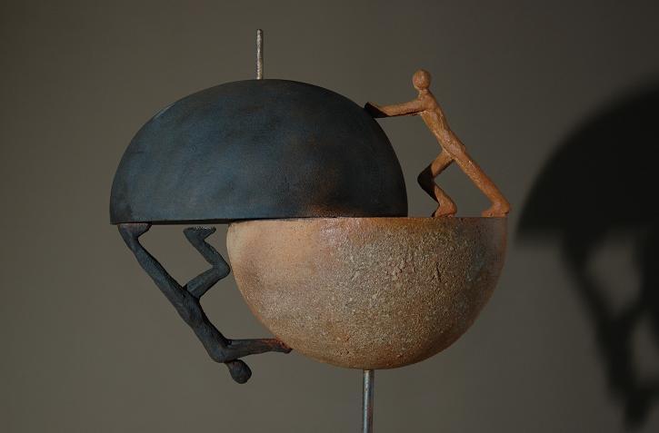monde a deux homme sculpture